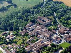 Mezens (François Magne) Tags: ulm pendulaire vue aerienne village église rue ruelle pont tarn tarnetgaronne mezens bastide