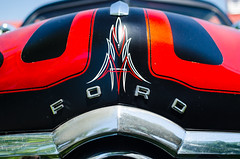 Tribal shoebox Ford (GmanViz) Tags: gmanviz color car automobile detail nikon d7000 1949 ford custom kustom hood stripes pintripes badge type grille
