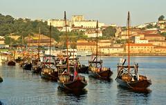 Rabelos. (vmribeiro.net) Tags: bandeira geo:lat=4113871817 geo:lon=861045957 geotagged portugal prt vilanovadegaia porto vila nova de gaia barcos rabelos sony a350