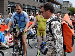DSCN2179 (IantoJones2006) Tags: fremont solstice cyclists 2017 naked bike seattle parade nude painted body paint bicycle