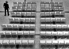 take a seat (heinzkren) Tags: seats sessel stühne mann man lines linien schwarzweis blackandwhite biancoetneo noiretblanc monochrome urban street streetphotography candid mak wien vienna museumfürangewandtekunst people person empty panasonic lumix
