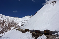 12-07-01 India-Ladakh (56) Khardung La Road R01 (Nikobo3) Tags: asia india ladakd jammu kashmir kachemira karakorum himalayas khardunglaroad panasonic panasonictz7 tz7 nikobo joségarcíacobo flickrtravelaward ngc paisajes