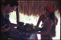 Pescao y patacones, en el plato mas lindo, una hoja palma (floripondiaa) Tags: florishootsfilm ektar100 fujicastx1 panama embera