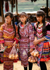 Flower Hmong Girls (syukaery) Tags: girls women females people hmong vietnam vietnamese nikon d750 105mm travel culture traditional market indochina beautiful