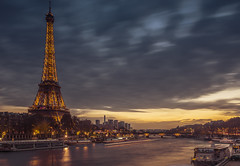Cloudy sunset in Paris (Sizun Eye) Tags: eiffeltower seineriver river boats tower paris franc iledefrance city cityscape sunset coucher soleil warm chaud illuminated le longexposure exposure poselongue leefilters nisifilters tamron2470mmf28 sizuneye d750 nikond750 nikon