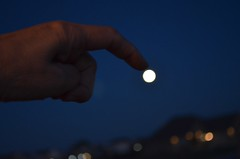 If I could touch the moon... (linda_lou2) Tags: 52weeksof2017 week27 themeforcedperspectivetechnique categorycreative moon fullmoon evening hand forcedperspective