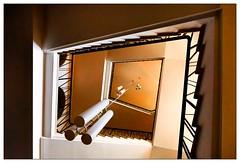 Treppenhaus (frodul) Tags: hannover gebäude gebäudekomplex architektur geländer aufgang abgang treppe lampe konstruktion linie staircase step treppenhaus stair stairrail lampen leuchte niedersachsen deutschland stufe
