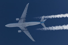 KLM A330-200 PH-AOD, 11-Jul-2017 (Sergey Kustov) Tags: airplane aircraft jet airliner cruise high altitude level flight contrail telescope extremespotting klm royal dutch airbus a330200 phaod russia moscow khimki