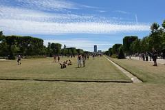 Champ de Mars @ Eiffel Tower @ Paris (*_*) Tags: paris france europe city june 2017 printemps spring sunny hot sunday paris15 75015