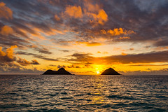 Lanikai Sunrise (tburt50) Tags: sunrise lanikai kailua oahu hawaii mokulua moku nui iki mokes island sun morning pacific ocean water canon6d canon 6d