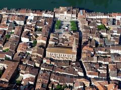 Villemur sur Tarn (François Magne) Tags: ulm pendulaire vue aerienne village église rue ruelle pont tarn tarnetgaronne villemur sur