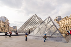 The Pyramid at the Louvre (williamagarcia) Tags: running france chidlren 2017 pyramid paris louvre museum