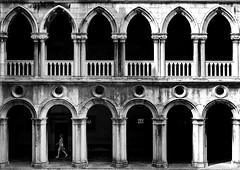 turn left (ddaugenblick) Tags: venedig venezia venice sw bw