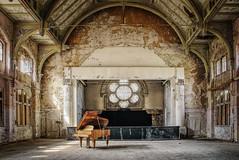 The piano (Sabine.R) Tags: urbanex ruine forgottenplaces piano klavier beelitz lostplaces