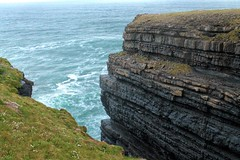 Rocks and ocean at Loop Head (Kasimir) Tags: ireland irlanda loophead ocean roca rocks cliffs acantilado oceano