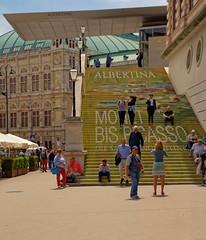 Vienna / Albertina museum/ Monet Bis Picasso (Pantchoa) Tags: albertina musée autriche exposition monet picasso escalier gens vienne nikon d7200 18140