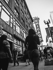 Fuji Finepix Z90 street photos 3rd week May 2017 B-W pic42 (Artemortifica) Tags: blueline cta chicago finepixz90 fujifilm fujinon lakest may michiganave state blackandwhite bridges buildings buses candid commuters downtown performance redline street trains