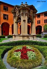 I giardini comunali... (michelecipriotti) Tags: bologna emiliaromagna comune palazzodaccursio giardino simbolo colori cielo città paesaggio centro azzurro fiori