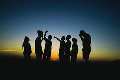 Shine (Mironess) Tags: shine brilho brilhante silhuette silhueta people pessoas sunset sun sol pordosol amerelo azul preto