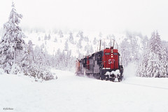 SP 4350 West at Soda Springs, CA (thechief500) Tags: donnerpass railroads sp sd9e espee southernpacific flanger snow california