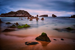 Ris. Sunrise. (hajavitolak) Tags: sunrise amanecer mar sea seascape paisaje landscape largaexposición longexposure naturaleza nature noja captureone cantabria spain zeiss3528 sonya7ii playa beach