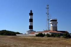 Le sémaphore et le phare de Chassiron (florence.V) Tags: france poitoucharentes charentemaritime 17 iledoléron ile océan saintdenisdoléron pharedechassiron sémaphore