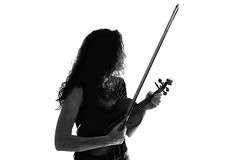 Concentration (KRAMEN) Tags: perfil blanco y negro black white monocrome retrato violin music