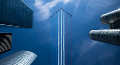 Big Nine (\Nicolas/) Tags: bastille bastilleday 14 juillet july alpha alphajet patrouille paris france la defense skyscrapper stripes paf