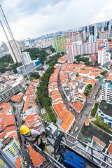 Window washing, Pinnacle at Duxton, Singapore (Tatyana Kildisheva) Tags: asia singapore singapura southeastasia aerial cityview windowwashing азия сингапур юговосточнаяазия dsc4650 pinnacleatduxton chinatown peranakan shophouse