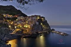 Manarola at sunrise (Claudio Cantonetti) Tags: 2017 nikon cinqueterre claudiocantonetti claudiocantonetticom estate italia italy landscape manarola mare monterosso paesi panorama portovenere riomaggiore sea summer travel vernazza viaggio villages villaggi cinque terre park liguria sunrise sunset dusk lights colors cityscape