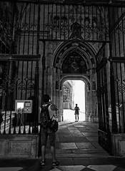 escenas de iglesia (Luis Mª) Tags: monocromático blancoynegro iglesia catedral segovia gótico personas escenasdelavida rejas portada puerta afiiae