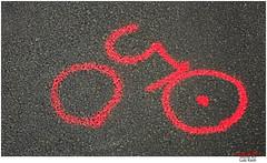 [ˌtuʀdəˈfʀɑ̃ːs] (Lutz Koch) Tags: tdf tourdefrance spraying graffiti strasse street minimal minimalismus minimalism elkaypics lutzkoch sign zeichen road idsteinerland idstein sonydschx90 aktuell actual grandeboucle