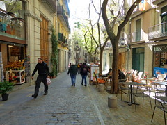 Cafe-hunting in Girona, Spain (Shirley Pickthorne-Elliott) Tags: girona shops cafes trees people