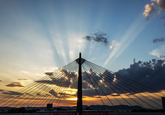 Twilight (CoolMcFlash) Tags: bridge twilight sunset sunrays rays light sun sunlight evening architecture praterbrücke vienna fujifilm xt2 silhouette sky weather brücke zwielicht abend sonnenuntergang sonnenstrahlen strahlen sonne licht sonnenlicht architektur wien kontur himmel wetter wolke cloud fotografie photography xf 1024mm f4 r ois
