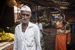 BADAMI : AU MARCHÉ (pierre.arnoldi) Tags: inde india badami karnataka pierrearnoldi photoderue photooriginale photocouleur portraitdhomme portraitsderue canon