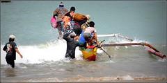départ pour une nuit de pêche ! (Save planet Earth !) Tags: bali jimbaran pêcheurs nikon amcc indonésie