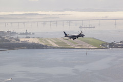Turn left! (Rogério_RJ) Tags: avião airplane aeroporto airport meyer 200mm manuallensesondslr manuallensindigitalcamera oldlenses manuallens vintage