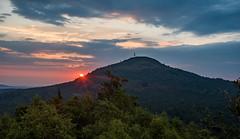 Sonnenaufgang über dem Tanneberg (matthias_oberlausitz) Tags: tannenberg jedlova sonnenaufgang sunset morgen früh lausitzer gebirge maly stozec kleiner schöber tschechien