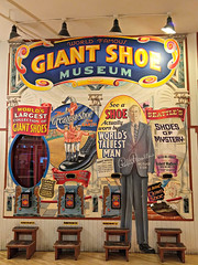 Giant Shoe Museum at Pike Place Market (Ruth and Dave) Tags: giantshoemuseum pikeplacemarket pikeplace seattle shoe giant show collection sign museum attraction
