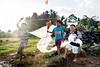 Prêt au décollage ! Ready to go ! Un jeune garçon pose fièrement avec son cerf volant. (jonas l'ananas) Tags: virela1 virela2 virela3 virela4 virela5 virela6 virela7 virela8 virela9