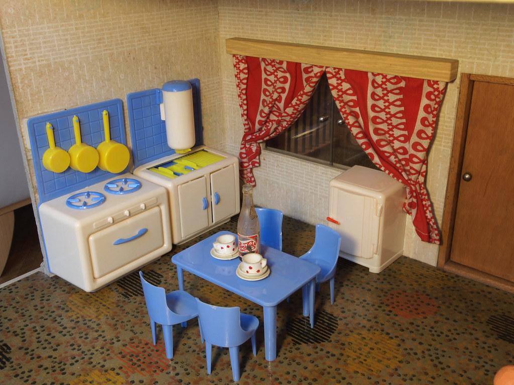1960er DDR Puppenhaus   Küche Progress Plastik (diepuppenstubensammlerin)  Tags: Puppenmöbel Kleine Möbel Puppenstubenpuppen