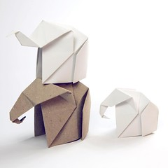 Origami Elephant family 💗🐘🐘🐘 tutorial: https://youtu.be/KkSetrLULLw  #origami #origamielephant #elephant #tutorial #paperkawaii #diy #paperfolding (paperkawaii) Tags: instagramapp square squareformat iphoneography uploaded:by=instagram