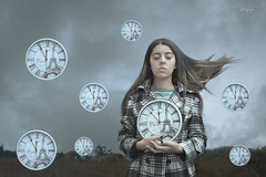 El tiempo vuela // Time Flies (Kathy Chareun) Tags: countdown cuentaregresiva challenge reto 365 relojes reloj clocks clock song cancion musica music fly volar nature naturaleza ps photoshop hair pelo autorretrato selfportrait autoretrato sky cielo surrealismo surrealism surrealistic surrealista surreal