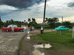 Pelo suelto y carretera - Quick stop in our favorite off city place to get beers and drinks for the next family meal (lezumbalaberenjena) Tags: road carretera car carro viaje trip voyage manejando countryside campo potrero cuba villas villa 2017 minerva camajuani lezumbalaberenjena
