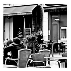 picture this (japanese forms) Tags: ©japaneseforms2017 ボケ ボケ味 モノクロ 日本フォーム 黒と白 bw blackwhite blackandwhite blancoynegro blondie bokeh candid monochrome picturethis random schwarzweis square squareformat strasenfotografie straatfotografie streetphotography vlaanderen zwartwit