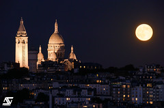 Playing with fullmoon (A.G. Photographe) Tags: anto antoxiii xiii ag agphotographe paris parisien parisian france french français europe capitale moon fullmoon lune pleinelune d810 nikon sigma 150600 montmartre sacrécoeur