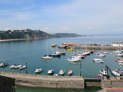 Harbour view. Tenby. (aitch tee) Tags: visitors touristview boats seaside sunshine weather summer tenby dayout touristviews walesuk harbour