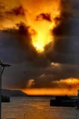IMG_2350 (anyera2015) Tags: ceuta canon canon70d atardecer nubes siluetas nublado sol puerto hdr barcos