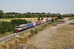 Un vecchio Caimano diretto al mare... (Maurizio Zanella) Tags: treni trains ferrovia railways mercitaliarail mir e656607 tc53210 italia alessandria predosa