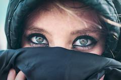 Una mirada vale más que mil palabras.. (jhairguerrero) Tags: portrait lady woman eyes beautiful nice shot bella wind green black love blond sensual iluminación watercolor aquamarina blues